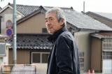 魚津で喫茶店『琥珀』を営む店主・荒井敏男役の寺尾聰(C)テレビ東京