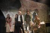 オリジナルミュージカル『オーバーリング・ギフト』ゲネプロに参加した(左から)島ゆいか、中村百花、猪塚健太、富田健太郎、加藤潤一