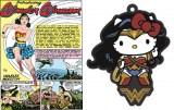 (左から)DCコミックの日本限定復刻版「ワンダーウーマン初登場DCコミックス(1941 年)限定復刻版」と「ワンダーウーマン×ハローキティ コラボラバーキーホルダー」 (C)2017 WARNER BROS. ENTERTAINMENT INC.AND RATPAC-DUNE ENTERTAINMENT LLC