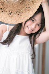 フレッシュな笑顔を披露したAKB48・倉野尾成美(C)HIROKAZU/集英社