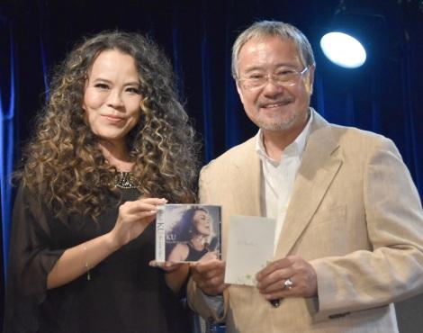 (左から)KU、吉幾三=アルバム『Which KU do you like?』発売イベント (C)ORICON NewS inc.