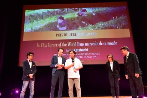 映画『この世界の片隅に』が仏の『第41回アヌシー・アニメーション国際映画祭』長編部門審査員賞を受賞。授賞式壇上でスピーチする片渕須直監督(C)こうの史代・双葉社/「この世界の片隅に」製作委員会