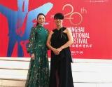 上海国際映画祭でレッドカーペットを歩いた田中麗奈(左)と三島有紀子監督