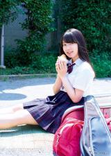 『月刊ヤングマガジン』7月号に登場する欅坂46・米谷奈々未 (C)岡本武志/ヤングマガジン