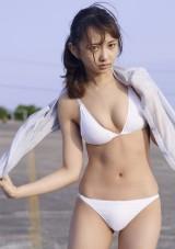 ビキニ姿を披露した声優・小宮有紗 (C)熊谷貫/週刊プレイボーイ