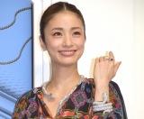 総額2億円超のスネークジュエリーを身に着けて登場した上戸彩 (C)ORICON NewS inc.