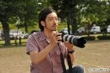 7月13日放送のフジテレビ系連続ドラマ『セシルのもくろみ』で女性ファッション誌「ヴァニティ」の専属カメラマンを演じる金子ノブアキ