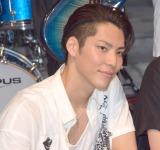 デビューシングル「LEAN ON ME」の発売記念イベントを開催した9人組バンド・BuZZの清水謙太 (C)ORICON NewS inc.