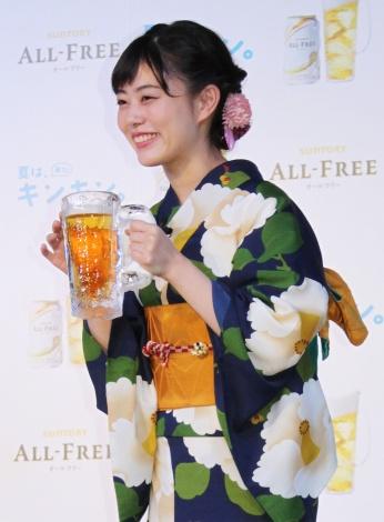 ノンアルコールビールテイスト飲料「オールフリー」の新CM発表会に出席