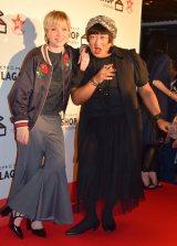 ファッション通販サイト『FLAG SHOP』の10周年記念パーティーに出席した(左から)カーリー・レイ・ジェプセン、ロバート・秋山竜次 (C)ORICON NewS inc.