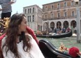 25日放送の関西テレビ『恋するイタリア〜幸せになれる13の法則〜』(深1:00)で初のイタリア旅行を体験した石田ニコル (C)関西テレビ
