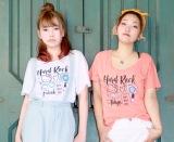 広め&ゆったりネックで大人シルエットのTシャツ。(C)1976,2017 SANRIO CO.,LTD. APPROVAL NO.S581133