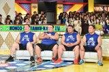 6月24日放送、TBS系『炎の体育会TV』に(左から)白鵬、琴奨菊、嘉風、石浦の4力士が出演。驚きの身体能力を見せつける(C)TBS