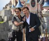 映画『パイレーツ・オブ・カリビアン/最後の海賊』(7月1日公開)に出演する(左から)ジョニー・デップ、ハビエル・バルデム。パリプレミアにて (C)2017 Disney Enterprises, Inc. All Rights Reserved.