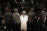 下北沢ReGで行われた初のワンマンライブ終演後、ファンと記念撮影