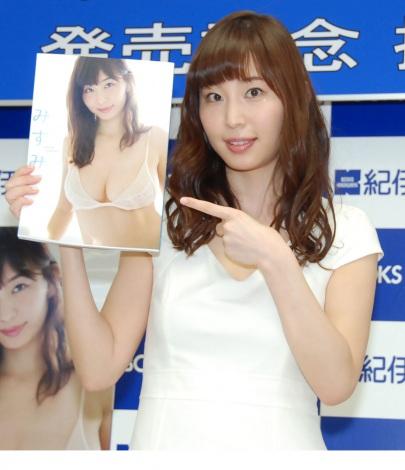 1st写真集『みすみ』発売記念イベントを開催した塩地美澄アナウンサー (C)ORICON NewS inc.