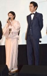 映画『海辺の生と死』完成披露舞台あいさつに出席した(左から)満島ひかり、永山絢斗 (C)ORICON NewS inc.