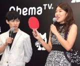 卓球に関するクイズに正解した横澤夏子(右)と松田凌=Abema TV『真夏のオオカミくんには騙されない』制作発表会見