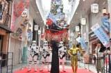 ユネスコ無形文化遺産「博多祇園山笠」に高さ13メートルの「スター・ウォーズ山笠」お披露目(C)2017 Lucasfilm Ltd. & TM. All Rights Reserved