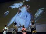 『劇場版ポケットモンスター キミにきめた!』(7月15日公開)完成披露舞台あいさつで20年前の写真を公開した佐藤栞里 (C)ORICON NewS inc.