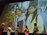 『劇場版ポケットモンスター キミにきめた!』(7月15日公開)完成披露舞台あいさつで20年前の写真を公開した中川翔子 (C)ORICON NewS inc.
