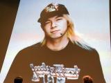 『劇場版ポケットモンスター キミにきめた!』(7月15日公開)完成披露舞台あいさつで20年前の写真を公開した古田新太 (C)ORICON NewS inc.