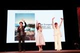 (左から)石立太一監督、ヴァイオレット・エヴァーガーデン役の声優・石川由依、オープニングテーマ曲を担当するTRUE