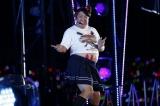 『乃木坂46 真夏の全国ツアー2017』2日目公演より。アンコール1曲目「 インフルエンサー」のパフォーマンス中に「ヒム子」(バナナマン・日村勇紀)が乱入