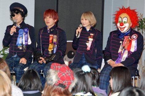 スマートフォン向けアプリゲーム『LINE ポコパン』のユーザー対戦イベントに参加したSEKAI NO OWARI(左から)Nakajin、Fukase、Saori、DJ LOVE (C)ORICON NewS inc.