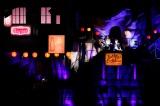 巨大セットの中央付近で「スノーマジックファンタジー」を披露するNakajinとFukase Photo by Hajime Kamiiisaka