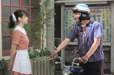 バイクに乗る峯田和伸