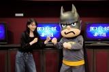 映画『DCスーパーヒーローズvs鷹の爪団』でハーレイ・クインの声優を務める知英(左)