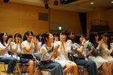 サプライズでCDデビューが発表され驚きながらも歓喜するSTU48メンバー(C)STU