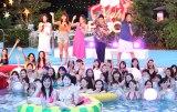 (左から)まい(chay)、久松郁実、スピードワゴン(井戸田潤、小沢一敬) =『CanCam×Tokyo Prince Hotel Night Pool』レセプションパーティー(C)ORICON NewS inc.