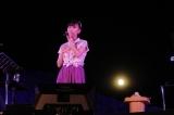 満月の夜に沖縄の世界遺産・今帰仁城跡でソロコンサートを開催した高城れに
