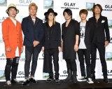 新アルバム『SUMMERDELICS』試聴会後のトークショーに参加した(左から)じゃい、つるの剛士、HISASHI、TERU、JIRO、TAKURO (C)ORICON NewS inc.