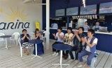 海の家から番組『〜世界一おもしろい海の家〜ナナナマリーナで笑イーナ!』放送(C)テレビ東京