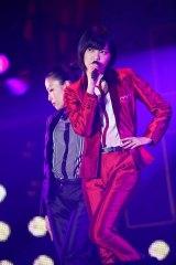 平手友梨奈が女性ダンサー4人とともに「渋谷からPARCOが消えた日」を披露=欅坂46 デビュー1周年記念ライブより