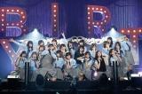 メンバー全員で主演したドラマの衣装で「制服と太陽」を披露=欅坂46 デビュー1周年記念ライブより