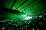一面緑に包まれた代々木第一体育館=欅坂46 デビュー1周年記念ライブより