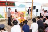 「道の駅マンゴー」で一日マンゴー町長に任命されたSKE48の大場美奈