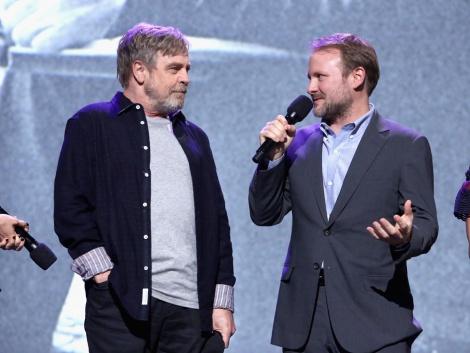 (左から)マーク・ハミル、ライアン・ジョンソン監督=ディズニーの公式ファンクラブイベント『D23』で映画『スター・ウォーズ/最後のジェダイ』をプレゼンテーションに登場(C)2017 Getty Images