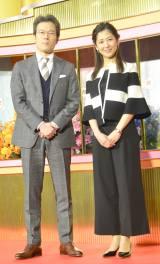 『ニュースウォッチ9』を担当する(左から)有馬嘉男アナ、桑子真帆アナ (C)ORICON NewS inc.