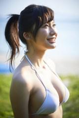 グラビア初挑戦で『ヤングマガジン』の表紙に大抜擢された小倉優香 (C)岡本武志/ヤングマガジン