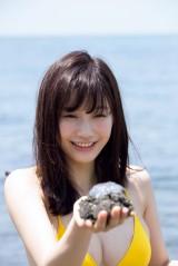 『FLASHスペシャル』のグラビアに登場する新グラビアクイーン・小倉優香(光文社)