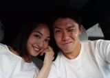 結婚を発表した太田宏介選手(右)と福間文香