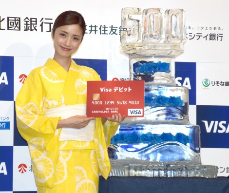 『Visaデビットカード発行500万枚記念イベント』にゲストとして参加した上戸彩 (C)ORICON NewS inc.