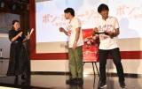 マスタード入りマカロンを食べさせられた奥浜レイラ(左)=映画『ボン・ボヤージュ〜家族旅行は大暴走〜』のイベント (C)ORICON NewS inc.