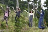 第1話より、ゲストも一緒に踊ります(C)テレビ朝日