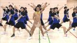 7月21日放送、テレビ朝日系『金曜★ロンドンハーツ』で男子チアリーディングに挑戦するアキラ100%(C)テレビ朝日